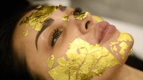 maschera viso oro